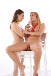 Antonia Sainz, Chrissy Fox fisting first time