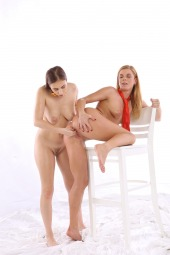 Antonia Sainz, Chrissy Fox fisted